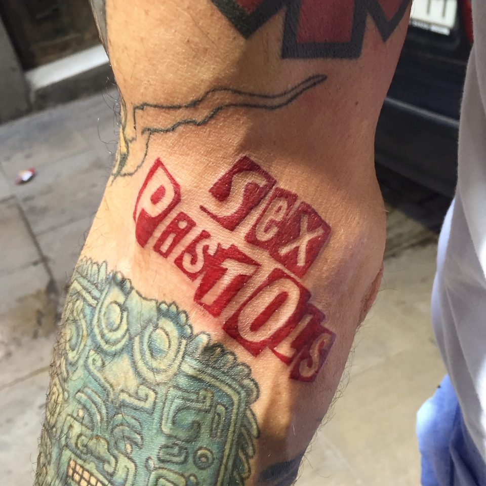 FAMILY ART TATTOO WALK-IN – LETTERING SEX PISTOLS