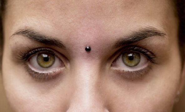 Micro Dermal Titanium and Black Onix from Biometal Body Piercing. #piercing #bodypiercing #barcelonapiercing #piercingbarcelona#piercings #bestpiercingbarcelona