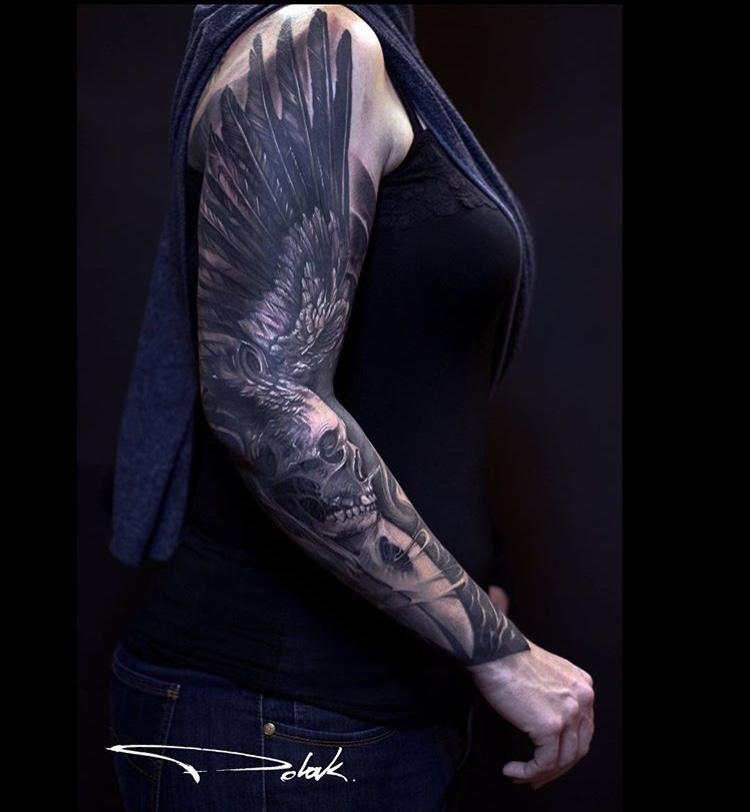 Tatuaje dark alas Tatuador Piotr Polak