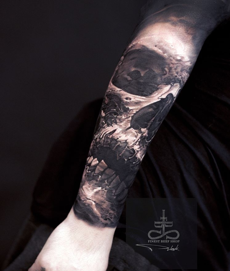 Tatuaje dark calavera Tatuador Piotr Polak 2