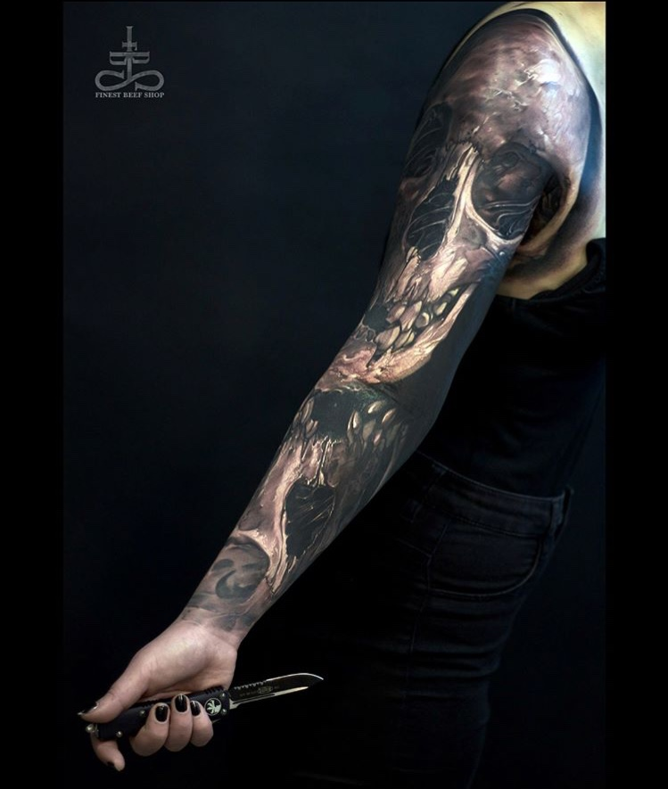 Tatuaje dark calavera Tatuador Piotr Polak3