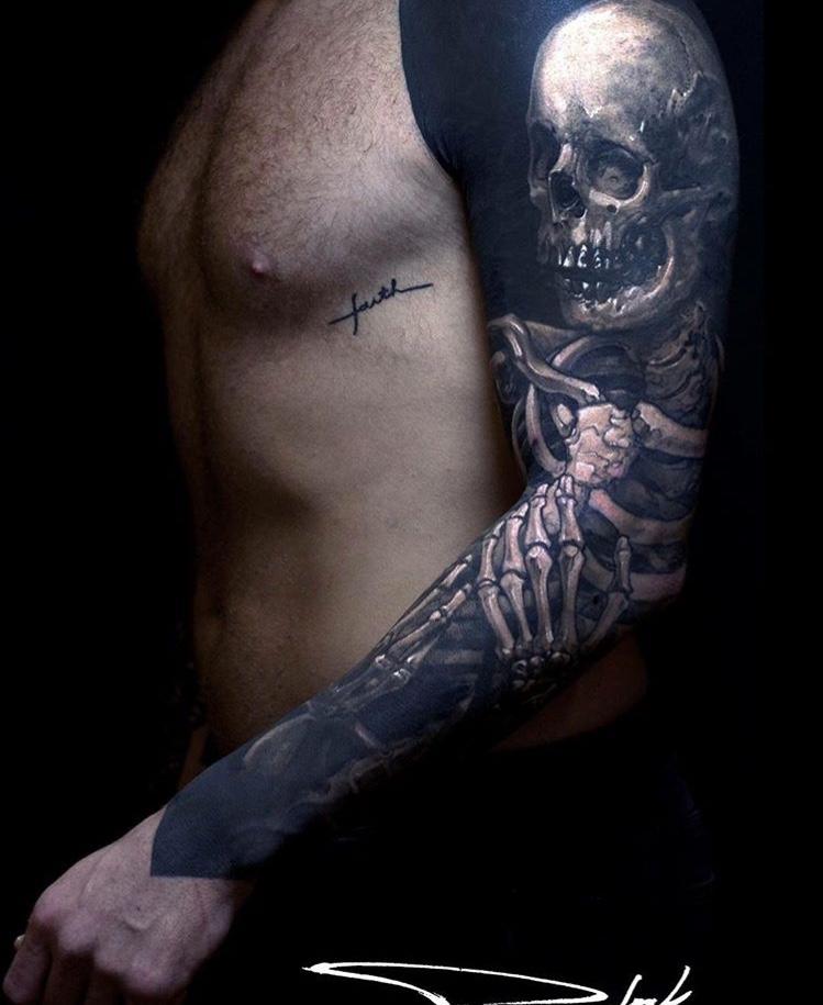 Tatuaje dark calavera Tatuador Piotr Polak9