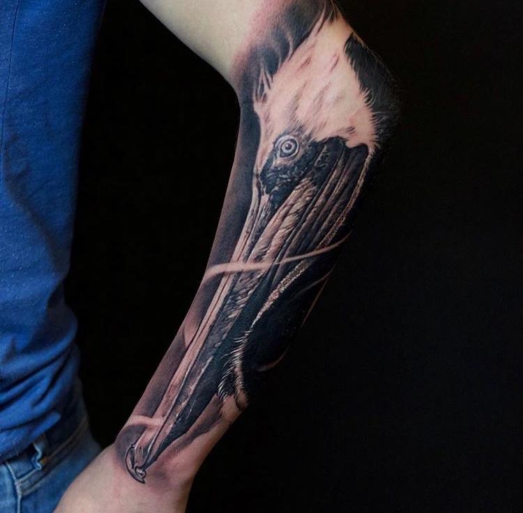 Tatuaje dark pajaro Tatuador Piotr Polak