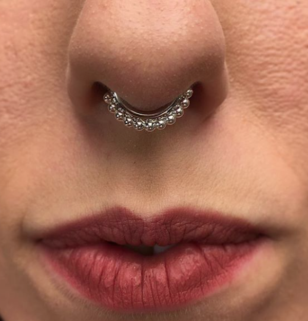 Septum Piercing Vaughn white gold ring from Anatometal #piercing #bodypiercing #barcelonapiercing #piercingbarcelona#piercings #bestpiercingbarcelona